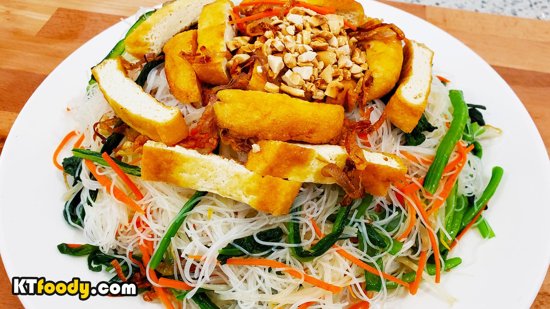 Vegan Tossed Noodle Dish