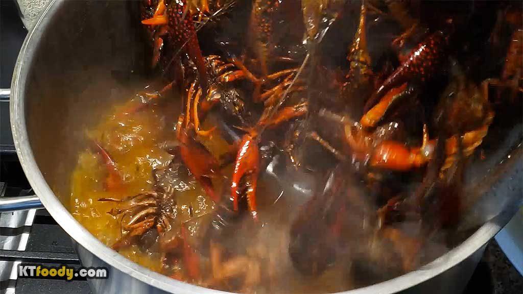 crawfish - adding crawfish into pot
