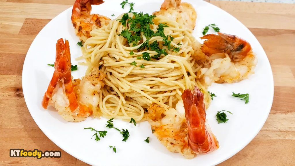 garlic noodle plated